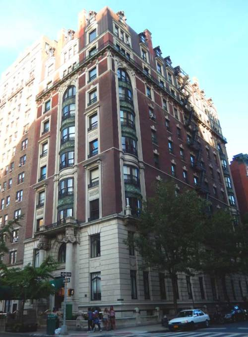 Vito and Anna Genovese lived in the palatial 43 5th Avenue apartment building.